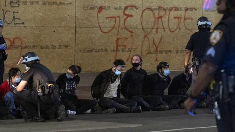 «Ανοικτή φυλακή» για διαδηλωτές γήπεδο Πανεπιστημίου στο Λος Άντζελες