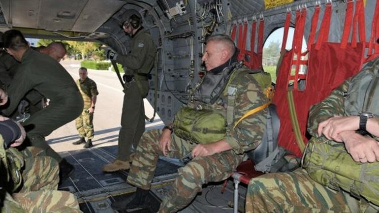 Ο Αρχηγός ΓΕΕΘΑ σε ελεύθερη πτώση - Συμμετείχε σε άσκηση των Ειδικών Δυνάμεων