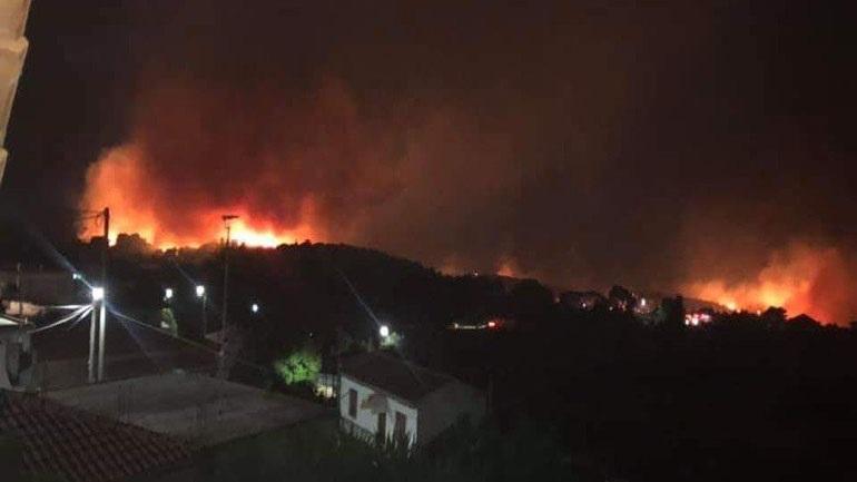 Ζάκυνθος: Μεγάλη φωτιά σε Έξω Χώρα – Μαριές