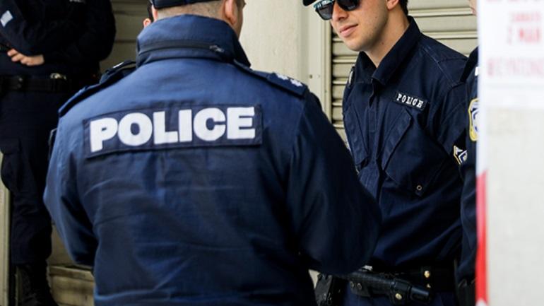 Συνελήφθησαν πέντε ανήλικοι που είχαν στην κατοχή τους μπουκάλια με βενζίνη