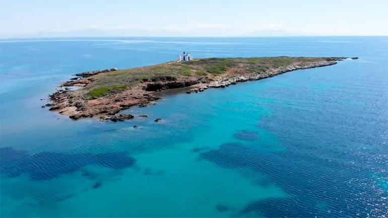 Το υπέροχο νησάκι ανοιχτά της Βραυρώνας