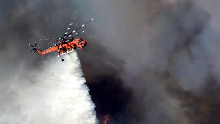 Σε εξέλιξη η πυρκαγιά σε δασική έκταση στο Άγιον Όρος