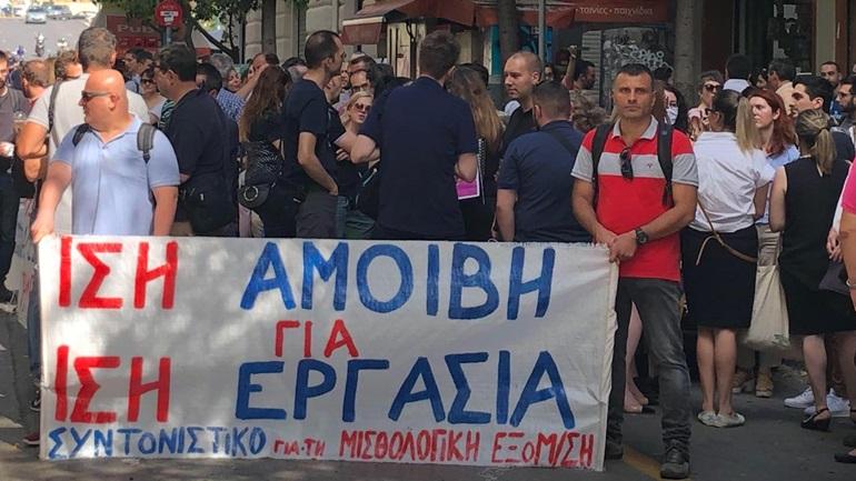 Συνεχίζουν τις κινητοποιήσεις τους οι εργαζόμενοι στην ΑΑΔΕ και στο υπουργείο Οικονομικών