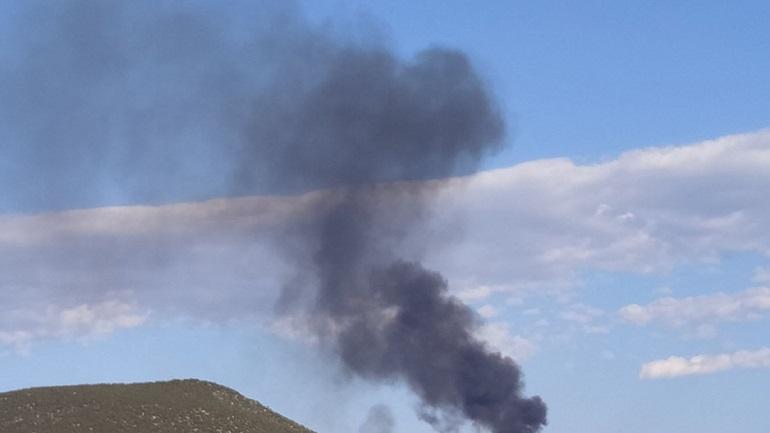 Ανεξέλεγκτη φωτιά σε σκουπιδότοπο στη Χαλκίδα