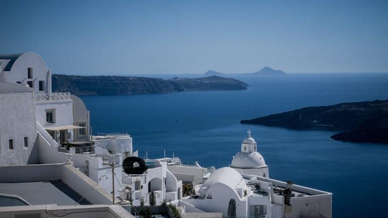 «Ο τουρισμός στην Ελλάδα ξεκινά»: Παρουσίαση του γερμανικού καναλιού ZDF στη Σαντορίνη