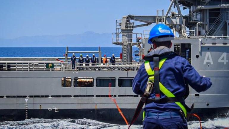 Εικόνες από την επιχειρησιακή εκπαίδευση του Ναυτικού και της Αεροπορίας σε Μυρτώο και Κρητικό Πέλαγος