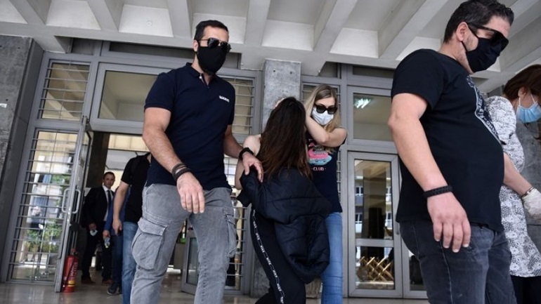 Προφυλακιστέες κρίθηκαν μάνα και κόρη για το φονικό στον Εύοσμο