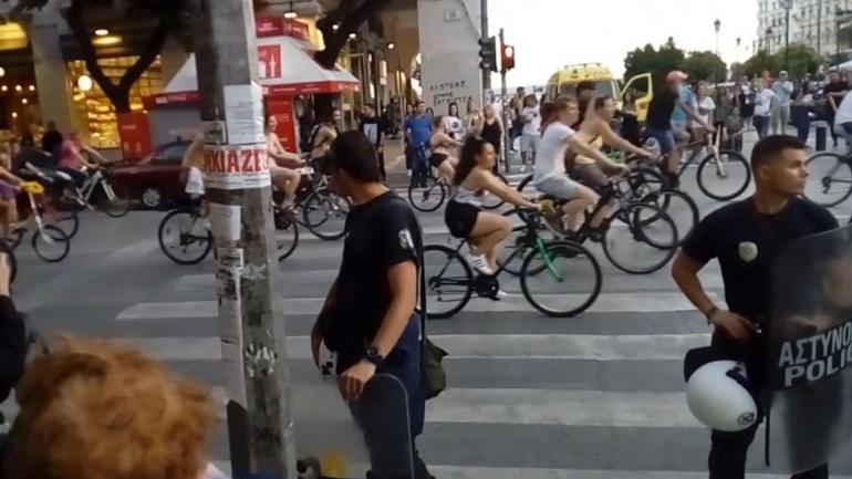 Θεσσαλονίκη: Αποδοκιμασίες κατά της γυμνής ποδηλατοδρομίας