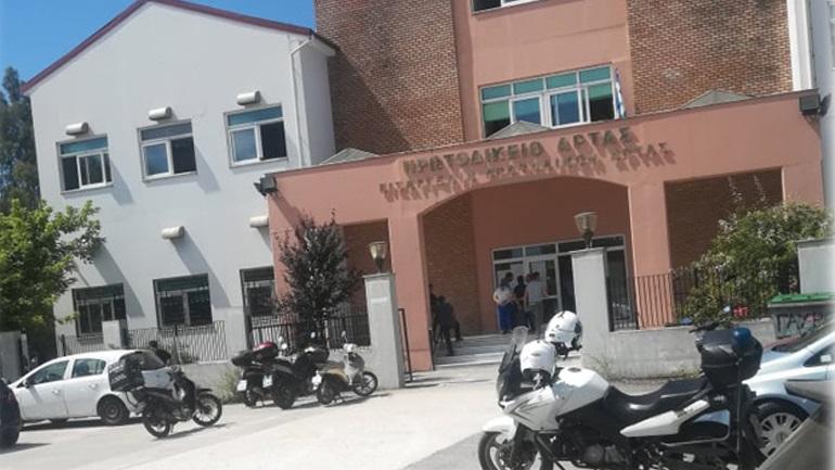 Ελεύθεροι οι έξι συλληφθέντες για την επίθεση και τον τραυματισμό τριών αστυνομικών στην Άρτα