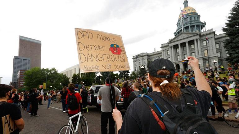 Κολοράντο: Εγκρίθηκε νομοσχέδιο που καταργεί την ασυλία των αστυνομικών
