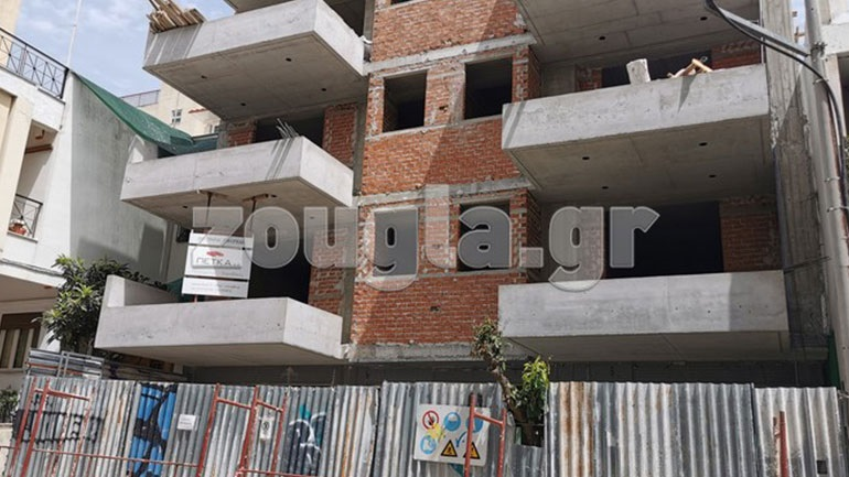 Τρία άτομα έπεσαν σε φρεάτιο οικοδομής στο κέντρο της Αθήνας