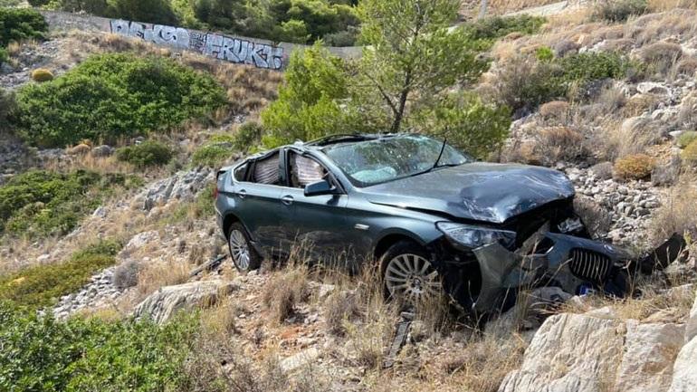 Αυτοκίνητο έπεσε σε γκρεμό στην Κακιά Σκάλα - Καλά στην υγεία του ο οδηγός