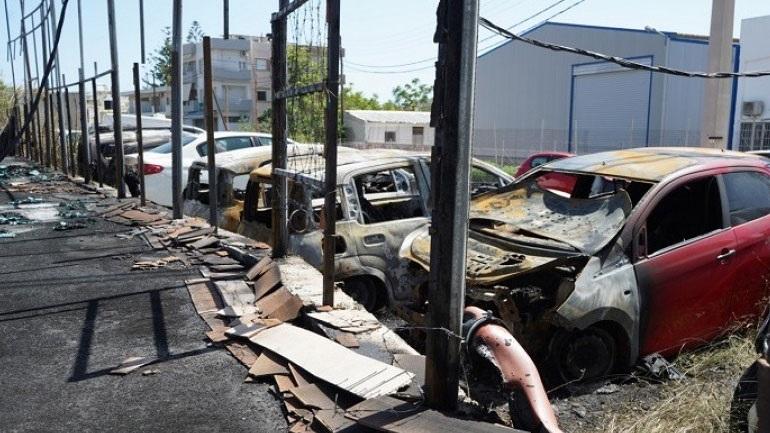 Γιόφυρο: Εικόνες απόλυτης καταστροφής στη μάντρα αυτοκινήτων από την πυρκαγιά