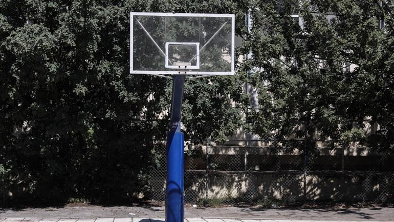 Τραγωδία στη Θεσσαλονίκη: Άνδρας 55 ετών κρεμάστηκε από την μπασκέτα γηπέδου