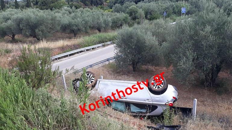 Τροχαίο στην εθνική Κορίνθου - Πατρών: Aυτοκίνητο ανετράπη και κατέληξε σε χωράφι