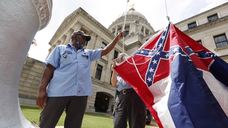 ΗΠΑ: Αφαιρείται από τη σημαία του Μισισίπι το έμβλημα της Συνομοσπονδίας των Νότιων