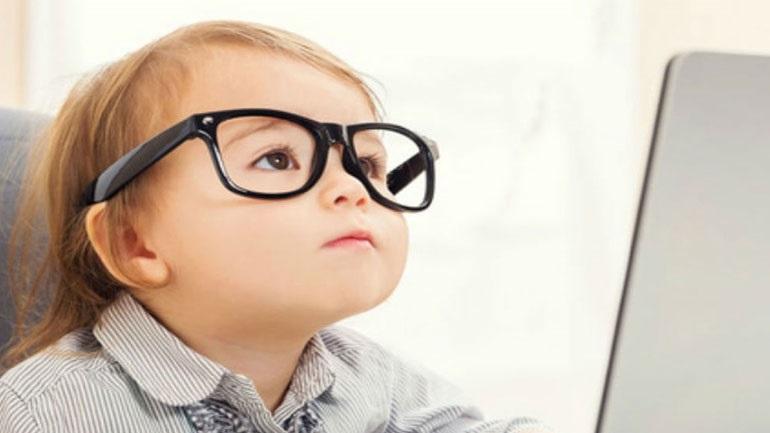 Πώς θα καταλάβετε ότι το παιδί σας χρειάζεται οφθαλμίατρο