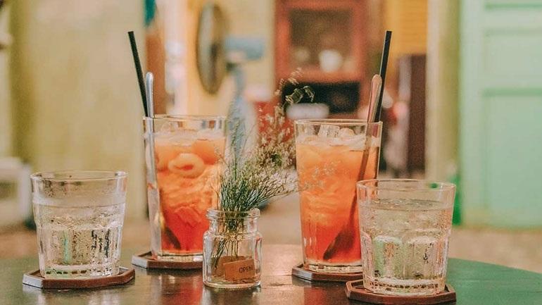 Ο Κωνσταντίνος Χαρδαβέλλας προτείνει: Τι να πίνετε στις καλοκαιρινές σας εξόδους