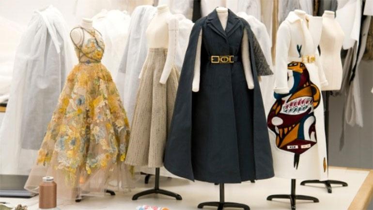 Με κούκλες μινιατούρες, ο οίκος Dior παρουσιάζει τη μετά το lockdown συλλογή του