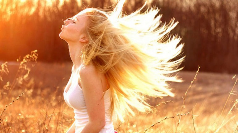 H δίαιτα μπορεί να επηρεάσει την υγεία των μαλλιών σας