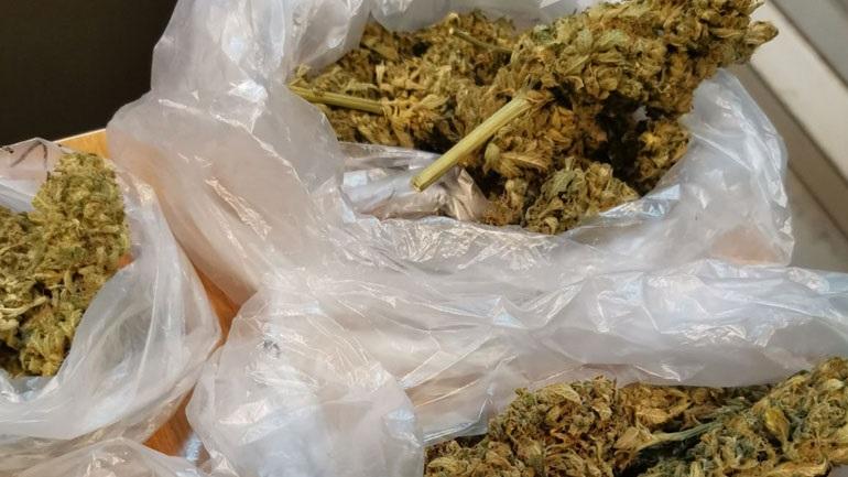 Ναρκωτικά και όπλα βρέθηκαν σε σπίτι στο Ηράκλειο