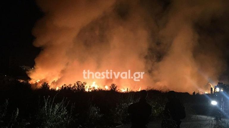 Φωτιά σε έκταση με ξηρά χόρτα στη ΒΙΠΕΘ - Μεγάλη κινητοποίηση της Πυροσβεστικής