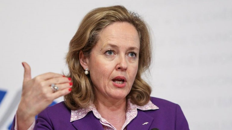 Το Παρίσι στηρίζει την Ισπανίδα Καλβίνιο για τη θέση του επικεφαλής του Eurogroup