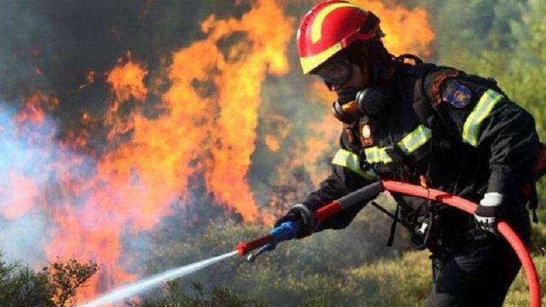 Φωτιά στις Κεχριές: Εκκενώνεται κατασκήνωση