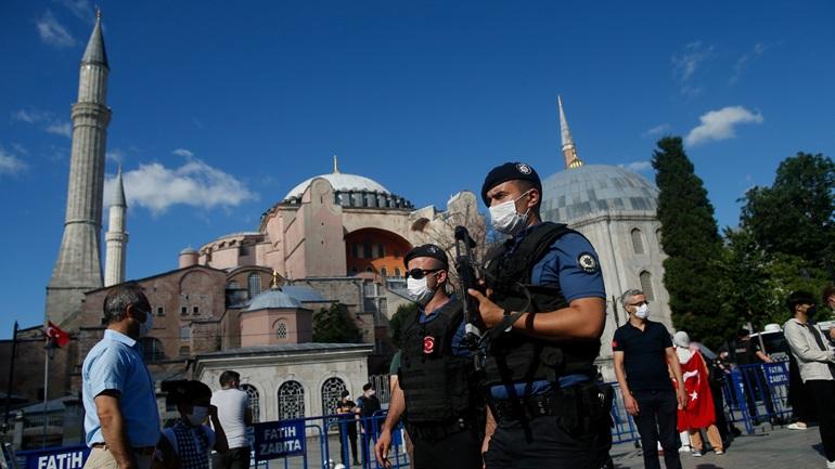 Ξεκίνησαν οι προετοιμασίες για το άνοιγμα της Αγίας Σοφίας ως τζαμί