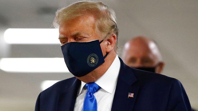 ΗΠΑ: Για πρώτη φορά ο Τραμπ φορά δημόσια προστατευτική μάσκα