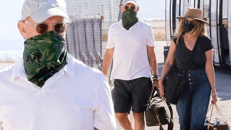Tom Hanks-Rita Wilson: Έφτασαν στην Πάρο φορώντας μάσκες!