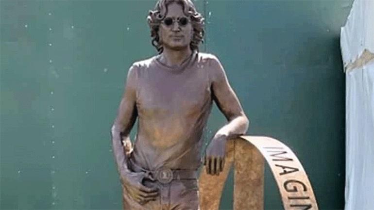 Άγαλμα του Τζον Λένον σε περιοδεία για τα 80α του γενέθλια