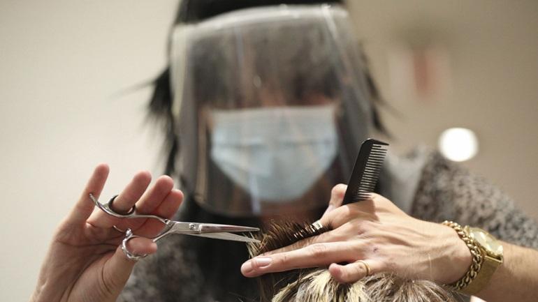Κορωνοϊός: Η μάσκα αποτρέπει την εξάπλωση του ιού