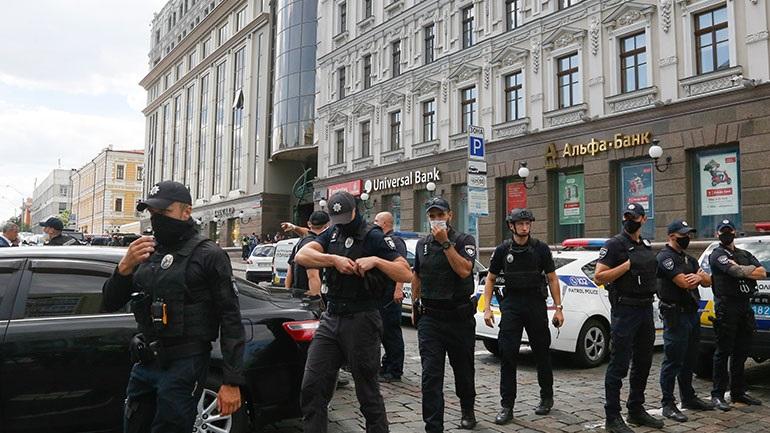 Ουκρανία: Η αστυνομία συνέλαβε άνδρα που κράτησε όμηρο σε τράπεζα του Κιέβου