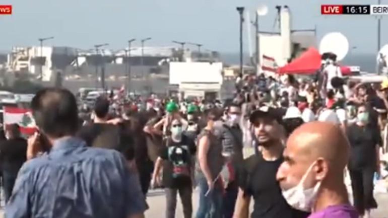 Βηρυτός: Εκατοντάδες διαδηλωτές καλούν την κυβέρνηση να παραιτηθεί