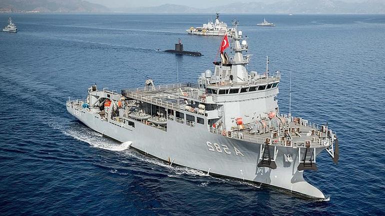 Σκηνικό έντασης στήνει η Άγκυρα - 14 πλοία «απλώνονται» γύρω από το Καστελόριζο