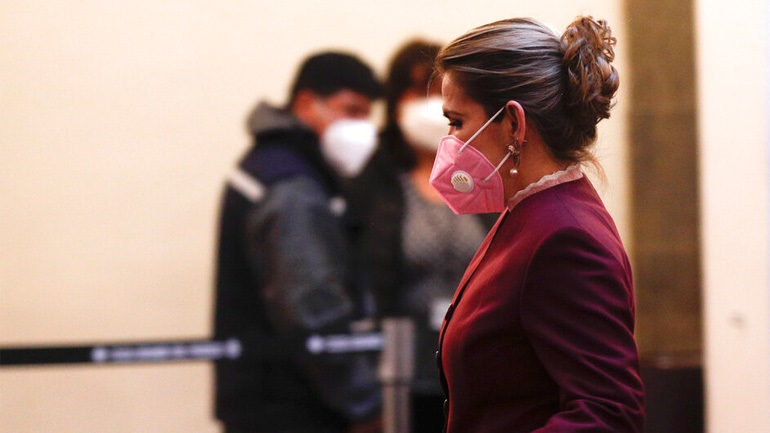 SOS από τους επιστήμονες: Αυστηρά ακατάλληλες οι μάσκες με βαλβίδα