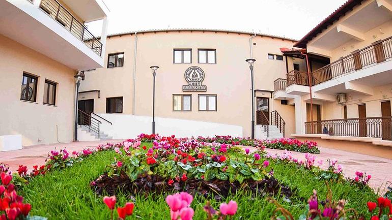 Καταγγελία στο zougla.gr για γηροκομείο στη Θεσσαλονίκη: «Οι 22 τρόφιμοι κόλλησαν από τη Θεία Κοινωνία»
