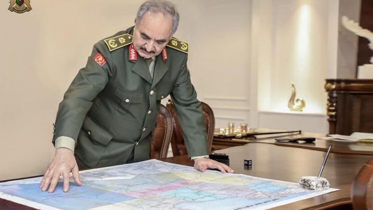 """Λιβύη: Ο στρατάρχης Χάφταρ απορρίπτει την εκεχειρία - """"Πρόκειται για τέχνασμα του Σάρατζ"""""""