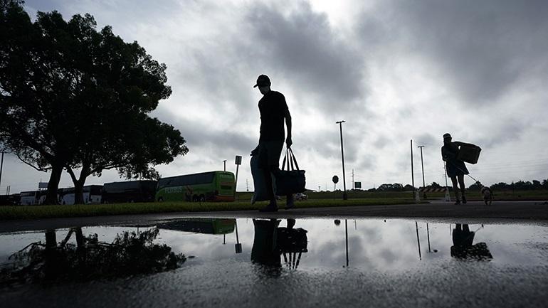 ΗΠΑ: Έφτασε στη Λουιζιάνα ο κυκλώνας Λόρα - Έχει ενισχυθεί στην κατηγορία 4