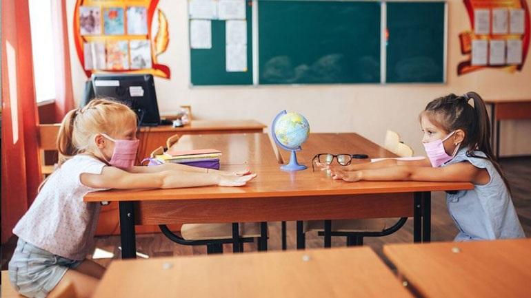Η ειδική άδεια που δικαιούνται οι γονείς αν τα παιδιά τους νοσήσουν από κορωνοϊό