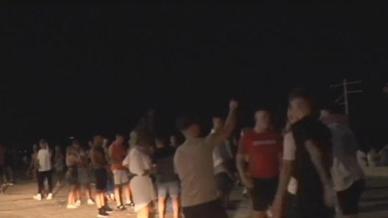 Ζάκυνθος: Ξέφρενα πάρτι χωρίς μάσκες και αποστάσεις στον Λαγανά