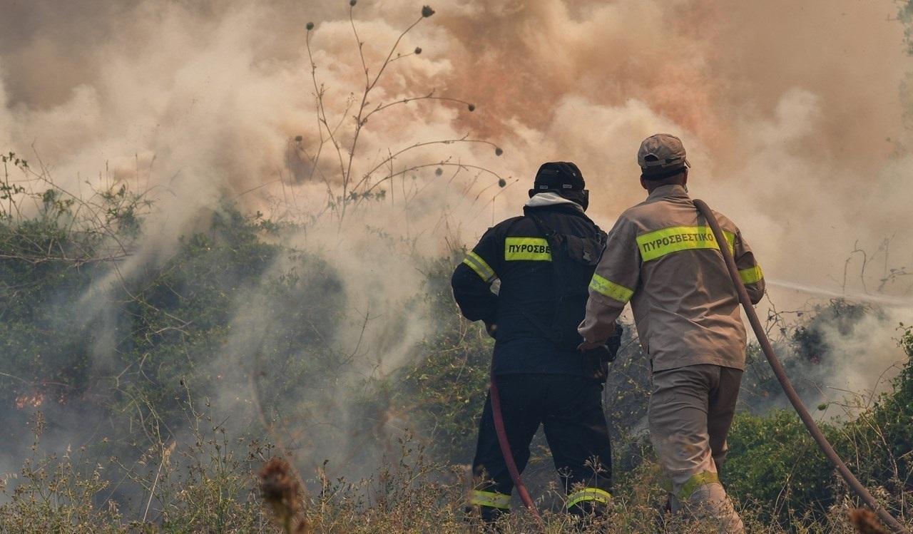 Υπό μερικό έλεγχο η πυρκαγιά στην Αρτέμιδα