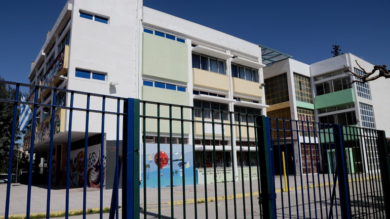 Λουκέτο σε έξι σχολεία λόγω Covid-19