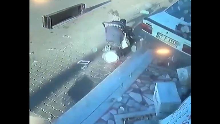 Τουρκία: Αυτοκίνητο περνάει ξυστά από καροτσάκι μωρού προτού πέσει σε κατάστημα