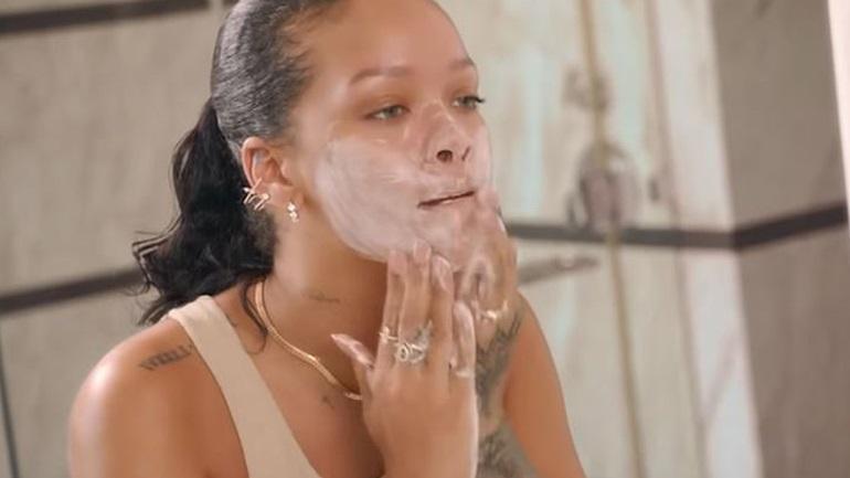 H πρωινή skincare routine της Rihanna για να διατηρεί το δέρμα της φρέσκο και λαμπερό
