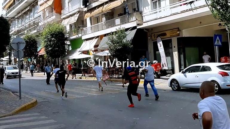 Άγρια συμπλοκή μεταξύ Ρομά στη Βέροια - Έκαναν «γυαλιά – καρφιά» εστιατόριο