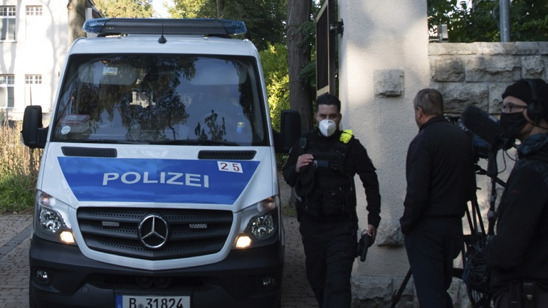 Σοκ στη Γερμανία: Συνελήφθη γιατρός ως ύποπτος για τον βιασμό ασθενών του