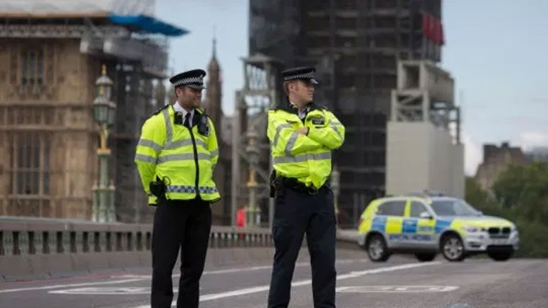 Νεκρός ένας αστυνομικός που δέχτηκε πυροβολισμό μέσα σε ένα κέντρο κράτησης στο νότιο Λονδίνο