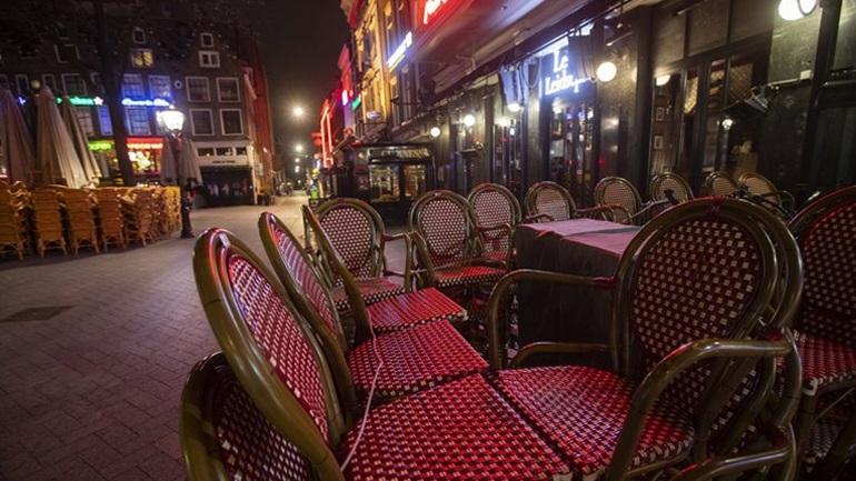 Covid-19: Αυστηρότερα μέτρα στην Ολλανδία - Κλείνουν στις 22.00 μπαρ και εστιατόρια
